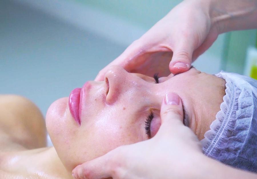 Чем занимается косметолог-эстетист?